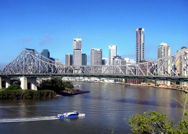 The Story Bridge over the Brisbane River with the city behind it.