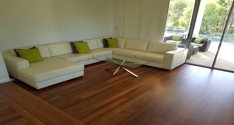 Low sheen polished hardwood floor